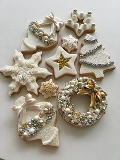 From classic sugar cookies to gingerbread men, these top recipes will sweeten your holiday - and make you the darling of all your cookie swaps. zu navideos The Best Holiday and Christmas Cookie Recipes Christmas Sugar Cookies, Christmas Sweets, Noel Christmas, Christmas Goodies, Holiday Cookies, White Christmas, Snowflake Cookies, Vintage Christmas, Christmas Cakes