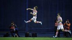 http://ift.tt/2iOJ52O - www.banh88.info - Kèo Nhà Cái W88 - Nhận định bóng đá Hy Lạp vs Croatia 2h45 ngày 13/11: Không còn thần thoại  Nhận định bóng đá hôm nay soi kèo trận đấu Hy Lạp vs Croatia 2h45 ngày 13/11 play-off World Cup 2018 sânStadio Georgios Karaiskáki.  Croatia được coi là ứng cử viên lớn cho tấm vé trực tiếp đến với World Cup nhưng rốt cục lại phải tìm đường đi Nga thông qua con đường Play-off. Chính vì vậy Hy Lạp bị đánh giá thấp hơn rất nhiều trong loạt trận với đội bóng áo…