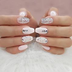 Here are 30 graduation nails designs to feel like a queen, from Nail Designs Jou. chinabtully Nails Here are 30 graduation nails designs to feel like a queen, from Nail Designs Journal: Your graduation is one of those essential events that Acrylic Nail Designs, Nail Art Designs, Sparkly Nail Designs, Graduation Nails, Nagel Bling, Queen Nails, Nagellack Trends, Wedding Nails Design, Luxury Nails