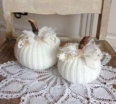 White Sweater Pumpkins Set of 2 Fabric pumpkins shabby chic cottage white farmhouse style fall home decor Tela Shabby Chic, Shabby Chic Fall, Shabby Chic Pumpkins, Shabby Chic Cottage, Sweater Pumpkins, Fall Pumpkins, Diy Pumpkin, Pumpkin Crafts, Fall Home Decor
