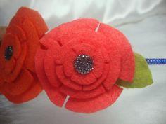 Arco com flores de feltro