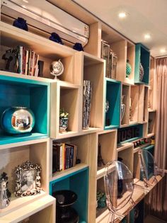 Bookshelves Decorating Ideas for Living Room Book Shelf Decorating Idea & Tip Bookshelves Decorating Ideas for Living Room. If you have bookshelves in your home, and lots of books, you've… Cool Bookshelves, Bookshelf Design, Bookcase Shelves, Bookcases, Home Theaters, Muebles Living, Storage Places, Decoration Design, Living Room Colors