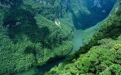 Un paisaje como de la Tierra Media, en el Cañón del Sumidero, Chiapas.   19 Lugares surreales de México para visitar al menos una vez en la vida