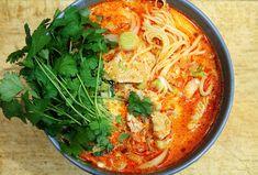 Tajska zupa z czerwonym curry w 15 minut - Stonerchef Spicy Thai Noodles, Thai Red Curry, Food Porn, Healthy Recipes, Healthy Food, Good Food, Ethnic Recipes, Diet, Cooking