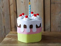Making a Sinterklaas surprise - 22 Fun and easy surprise ideas - Are you looking for a nice Sinterklaas surprise? You might like to make this surprise cake! Adult Birthday Party, 40th Birthday Parties, Birthday Cards For Men, Birthday Balloons, Paper Cake, Diy Paper, Auto Humor, Keep Calm And Diy, Quotes Girlfriend