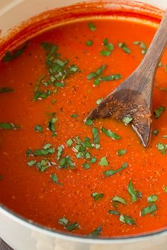 Homemade Tomato Soup is really easy with this recipe. Even if you know how to make tomato soup you should try this, it's so creamy and tasty. Vegetarian Recipes, Cooking Recipes, Healthy Recipes, Healthy Soups, Vitamix Recipes, Fall Recipes, Cooking Tips, Healthy Food, Panera Tomato Soup Recipe