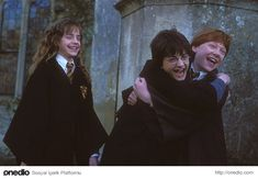 Daniel Radcliffe (Harry Potter) and Ruper Grint (Ron Weasley) on the set of… Harry Potter World, Images Harry Potter, Mundo Harry Potter, Harry Potter Cast, Harry Potter Love, Harry Potter Universal, Harry Potter Characters, Harry Potter Memes, Hogwarts