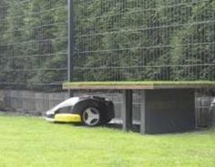 Eine Tiefgarage für den Bosch Indego Rasenroboter. Das brauche ich auch, wenn ich denn jemals einen Automower bekomme.