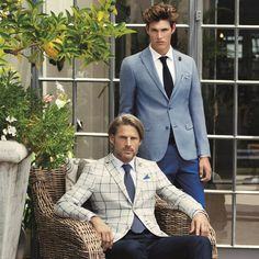 Klasik takım elbiseler yeni sezonda tahtını mavi tonların, ekose ve kırçılların…