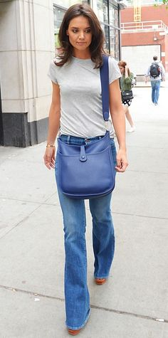 Katie Holmes looking fab in blue jeans with a blue Hermes Evelyn bag. This is how it should be carried :)
