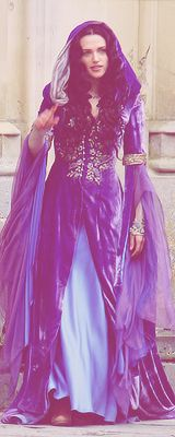 I wish it was exceptable to dress like this all the time. I love the style from medieval period. This is morgana from bbc's edition of merlin. Medieval Fashion, Medieval Dress, Medieval Clothing, Movie Costumes, Cool Costumes, Character Costumes, Merlin Serie, Larp, Katie Mcgrath