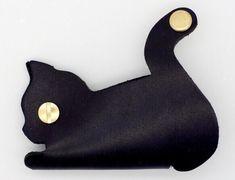 手のひらサイズのネコ型キーケース|黒猫
