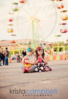 Love this fair theme for child photography and the big ferris wheel in the background. Carnival Photography, Fair Photography, Sibling Photography, Creative Photography, Children Photography, Cute Photos, Pretty Pictures, Carnival Photo Shoots, Fair Pictures