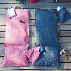 Sitzen – Liegen – Tragen! Die neue Hhooboz Pillowbag ist eine clevere Tasche, die das Sitz- oder Liegekissen gleich mitbringt. Zusammengefaltet ist sie eine Tragetasche mit viel Raum, auseinandergefaltet ein Sitzkissen, Liegefläche oder...