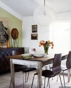 mismatched chairs and table... yes please.