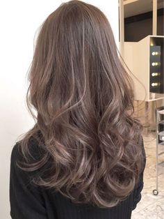 Hair Inspiration Curly Style Most Popular Ideas Blonde Hair For Brunettes, Brown Blonde Hair, Hair Arrange, Ombre Hair Color, Wavy Hair Extensions, Colored Curly Hair, Hairstyles Haircuts, Hair Highlights, Balayage Hair