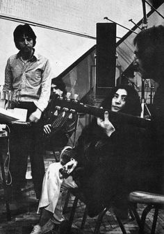 """""""Glass Onion"""" song by The Beatles. The in-depth story behind the songs of The Beatles. Song Structure and Style. Les Beatles, Beatles Songs, Beatles Guitar, John Lennon Yoko Ono, I Am The Walrus, The White Album, The Fab Four, Like Animals, Ringo Starr"""