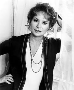 lois nettleton biography