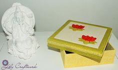 Caixa em MDF (madeira) trabalhada com tecido e patchwork embutido! Flor de Lotus