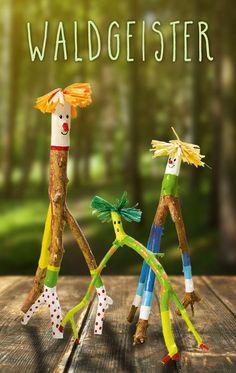 Crafts with branches - little forest spirits-Basteln mit Ästen – kleine Waldgeister Tinkering with branches – little forest spirits More - Kids Crafts, Crafts To Make, Craft Kids, Summer Crafts, Leaf Crafts, Garden Painting, Nature Crafts, Forest Crafts, Wooden Crafts
