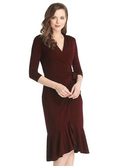 You'll surely make a grand entrance at a social event in this beguiling Bulgarian rose asymmetrical ruffled wrap dress. Ralph Lauren, Mom Dress, Dresses For Work, Formal Dresses, Stylish Outfits, Plus Size Fashion, How To Look Better, Wrap Dress, Womens Fashion