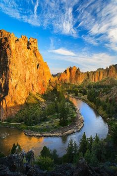 Crooked River and Smith Rock, Oregon; photo by Inge Johnsson