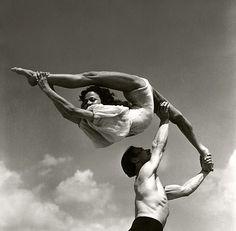 Holy Moley - Someone tell him she's not a javelin! Phenomenal! #yogacentric