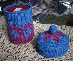 Häkeldose mit Deckel in blau und lila