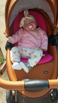 Baby Girl Car, Cute Little Baby Girl, Little Babies, Cute Babies, Baby Kids, Baby Tumblr, Baby Girl Photography, Cute Baby Pictures, Cute Baby Clothes
