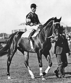 Phar Lap, with Jimmy Pike and Tommy Woodcock in 1930