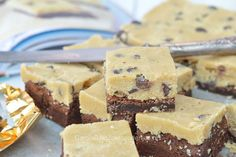 Cookie dough brownies zijn heerlijk en bevatten het goede van twee heerlijke recepten: een fudgy brownie met een laag cookie dough in één!
