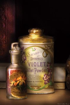 Barbers in their day had all sorts of unusual things to make your prettier then you really were. This violet toilet powder may have worked perfectly for the lass of that day. In a pinch it can even be used if you ran out of paper. Vintage Vanity, Vintage Tins, Vintage Antiques, Shabby Vintage, Sweet Violets, Pretty Box, Foto Art, Powder Puff, Tin Boxes