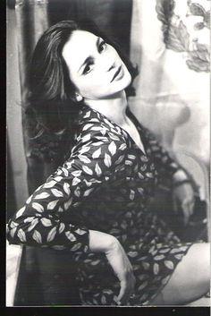 La verdad es que ella sólo tenía... ¡todo! Por tal razón y como fórmula física o matemática, todo fue verla de jovencita y enamorarme de una ilusión, al grado que buscaba novias que en algo se parecieran a ella. Ofelia Medina.