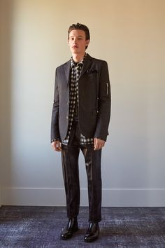 Bill Gaytten unveiled his Fall/Winter 2016 collection for John Galliano.