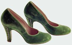 Covered shoes made of green velvet with rhinestones on the heel owned by Marilyn Monroe. From the Maite Minguez Ricart Collection.