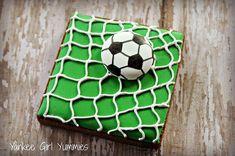 soccer cookie~ By Yankee Girl Yummies, green net Fancy Cookies, Iced Cookies, Cute Cookies, Royal Icing Cookies, Cupcake Cookies, Sugar Cookies, Soccer Cupcakes, Soccer Ball Cake, Football Cookies