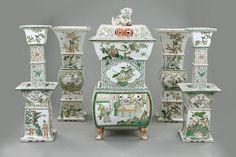 Artingstall.com IMPERIAL CHINESE FAMILLE VERTE TEMPLE GARNITURE SET