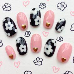 ブラック×ピンクのフラワーネイル♡