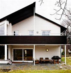 Villa i mexitegel Curb Appeal, Architecture Design, Garage Doors, Villa, Outdoor Decor, Houses, Home Decor, Homes, Architecture Layout