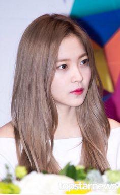 - All For Hair Color Trending Red Velvet Hair Color, Red Velvet イェリ, Kpop Hair Color, Korean Hair Color, Seulgi, Hair Inspo, Hair Inspiration, Red Velet, Most Beautiful Faces