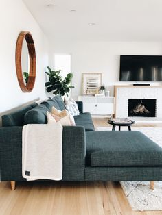 47 Neat and Cozy Living Room Ideas for Small Apartment &; rengusuk 47 Neat and Cozy Living Room Ideas for Small Apartment &; rengusuk Impalaluna impalaluna New Home Das Wohnzimmer ist der […] Room sofa Cozy Living Rooms, My Living Room, Living Room Interior, Living Area, Living Room Couches, Simple Living Room Decor, Living Toom Ideas, Living Room White Walls, Neutral Living Rooms