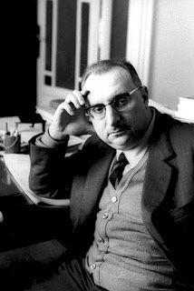 """Giorgio Manganelli. """"La parola usata, nel momento che viene toccata dalle pinze mentali dello scrittore, perde qualunque sangue, non ha più capacità di comunicare alcunché che abbia a che fare col vivere""""."""