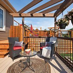 Un patio vaste et léger - Je Jardine Outdoor Decor, Home Decor, Courtyards, Bar Counter, Round Shag Rug, Exterior Decoration, Patio, Decoration Home, Room Decor
