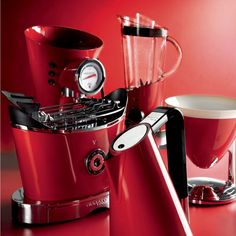Think Bugatti and you'd be forgiven for thinking of the Italian supercar. However, the Bugatti Diva Espresso Coffee Machine will still have your heartbeat racing as one sip of coffee from this machine will make you think you've been transported directly to the coffee fields in Columbia.