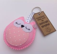 This cute owl keyring is designed and handmade by Devonly Crafts. It is made with light pink acrylic felt with a pretty polkadot felt circle on it's tummy! Owl Crafts, Diy Arts And Crafts, Crafts To Make, Felt Owls, Felt Animals, Felt Keychain, Owl Bags, Felt Material, Felt Decorations