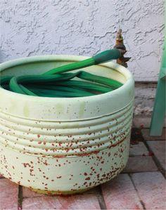 I have the technology (an old washing machine drum). Flower Planters, Garden Planters, Garden Hose, Washing Machine Drum, Building A Storage Shed, Hose Storage, Metal Tub, Flea Market Gardening, Garden Projects