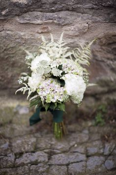 Rustic-chic décor for a Mediterranean country wedding via Belle & Chic
