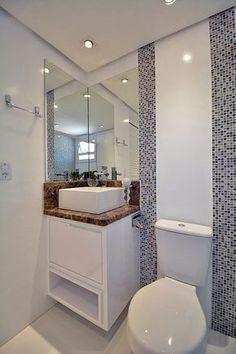 banheiro pequeno branco e azul pastilhas