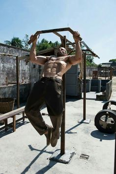 Jason Statham for Mens Health Jason Statham Body, Jason Stathem, Personal Trainer, Calisthenics, Mens Fitness, Fitness Inspiration, Crossfit, Bodybuilding, Fitness Motivation