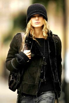 #KeiraKnightley dig this look. The blonde hair looks uber cool against the dark #hat and #jacket